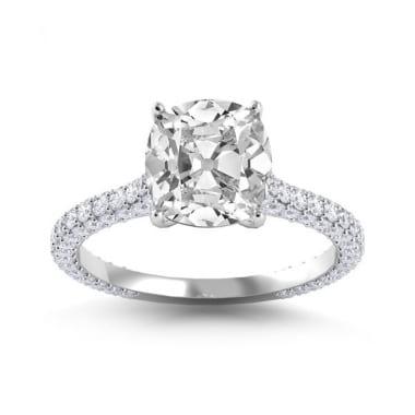 Шикарное кольцо с центральным бриллиантом кушон