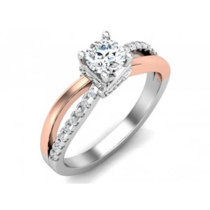Элегантное кольцо из комбинированного золота с бриллиантом