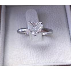 Классическое кольцо с бриллиантом Сердце