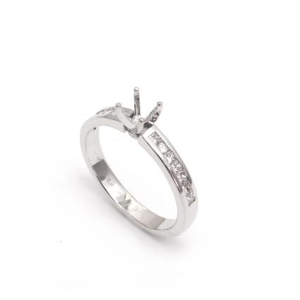 Оправа из белого золота с бриллиантами - кольцо помолвочное