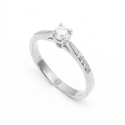 Оправа недорогого помолвочного кольца с бриллиантами