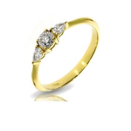 Тонкое кольцо с тремя бриллиантами