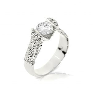 Помолвочное кольцо с россыпью бриллиантов