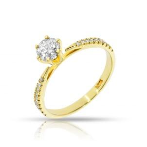 Тонкое кольцо из желтого золота с бриллиантом 1 карат