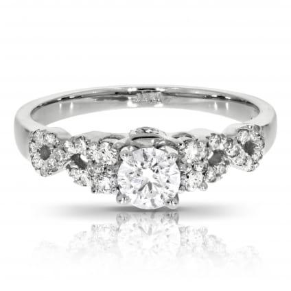Бриллиантовое кольцо с центральной вставкой 1 карат