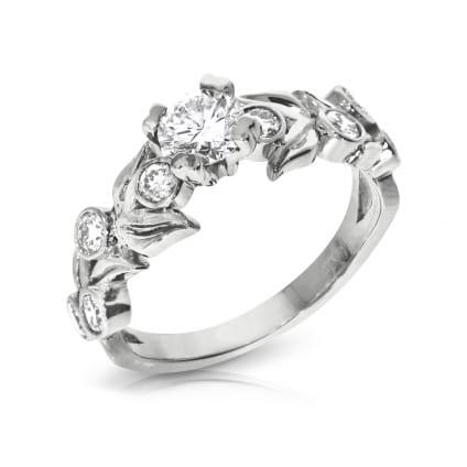 Дизайнерское кольцо с девятью бриллиантами