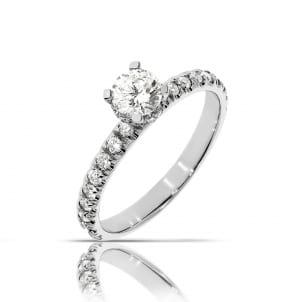 Тонкое женское кольцо с бриллиантами