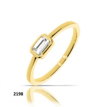 Тонкое кольцо с бриллиантом изумрудной огранки