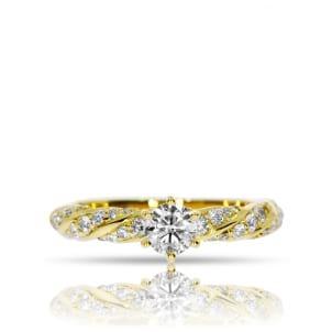 Витое колечко из желтого золота с бриллиантами