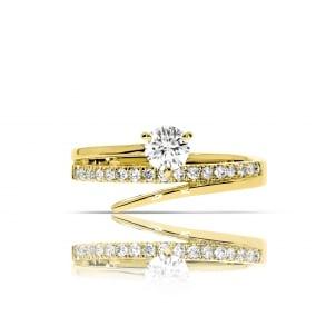 Оригинальное кольцо в желтом золоте с бриллиантами