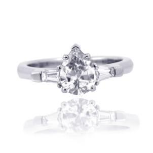 Оправа - кольцо с бриллиантом огранки Груша