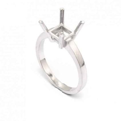 Оправа: классическое кольцо с крупным бриллиантом