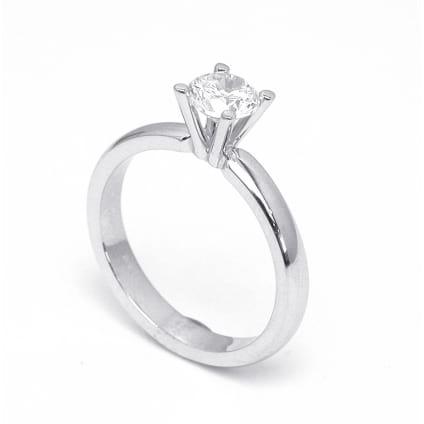 Классическая оправа: кольцо с бриллиантом