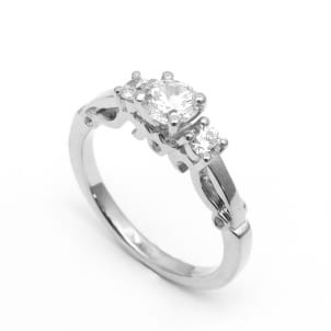 Оправа кольца с тремя бриллиантами круглой огранки