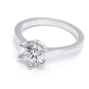 Классическая оправа: кольцо с большим бриллиантом