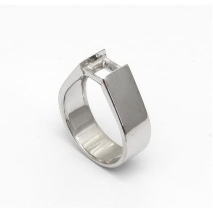 Золотая оправа мужское кольцо с одним бриллиантом
